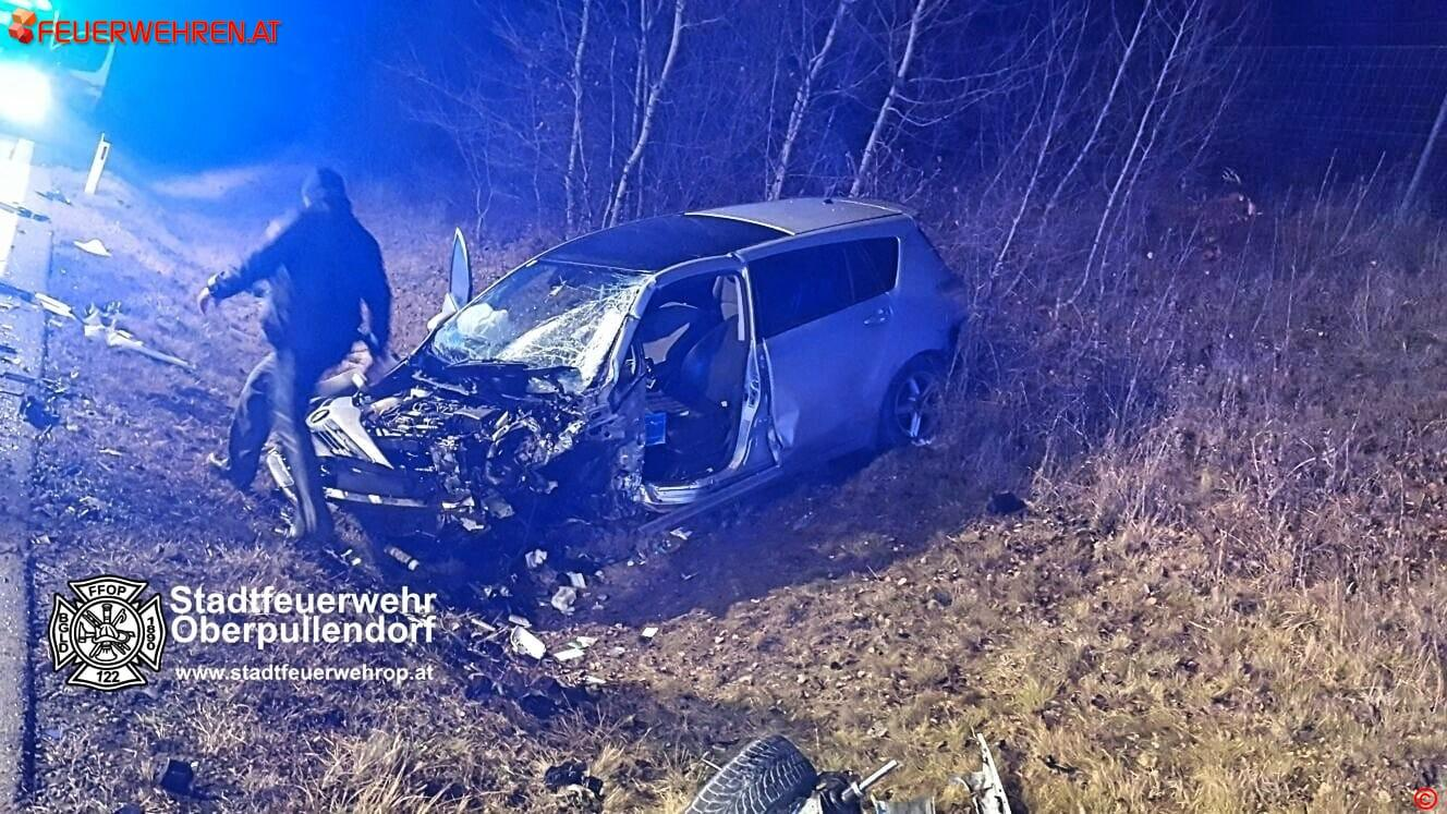 Stadtfeuerwehr Oberpullendorf: Verkehrsunfall S31 mit zwei eingeklemmten Personen 1