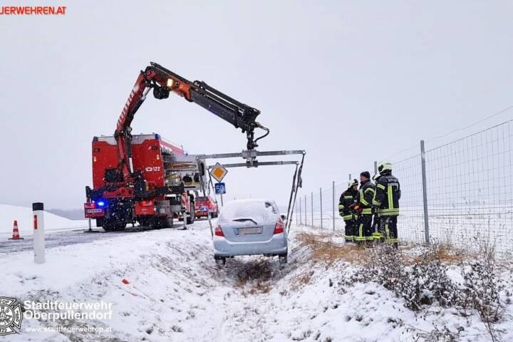 Stadtfeuerwehr Oberpullendorf: Fahrzeugbergung B50 und Verkehrsunfall 2