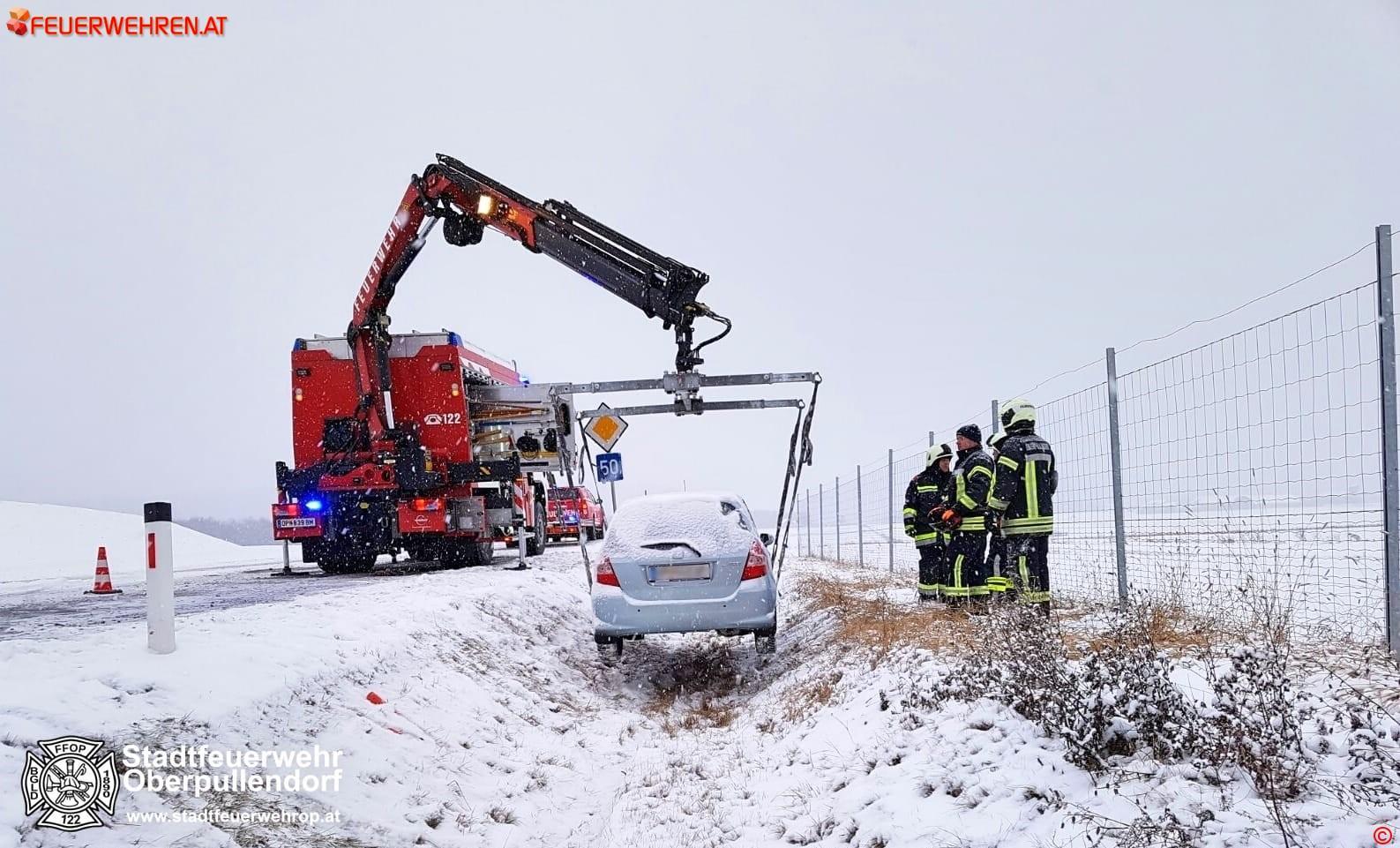 Stadtfeuerwehr Oberpullendorf: Fahrzeugbergung B50 und Verkehrsunfall 1