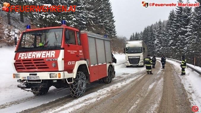 FF Mariazell: Neun Stunden Einsatz für einen LKW 1