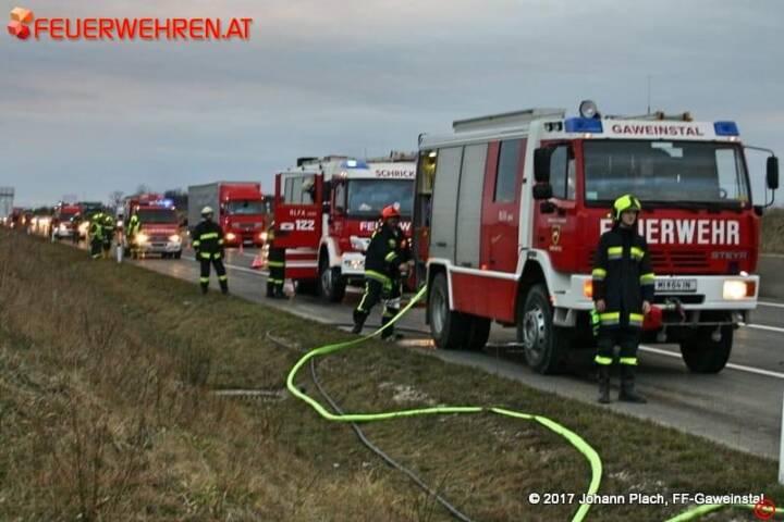 FF Gaweinstal: Fahrzeugbrand auf der A5-Nordautobahn, Anschlussstelle Hochleithen 1