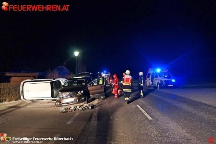 FF Biberbach: Nächtliche Aufräumarbeiten nach Verkehrsunfall im Ortsgebiet 1