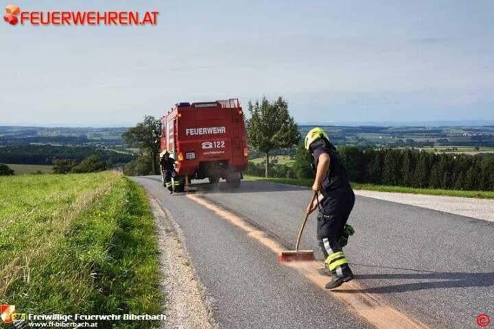 FF Biberbach: Ölspur aufgrund eines technischen Gebrechens 1
