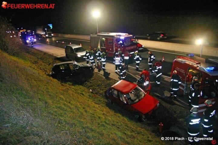 FF Gaweinstal: Verkehrsunfall A5 mit Menschenrettung 1