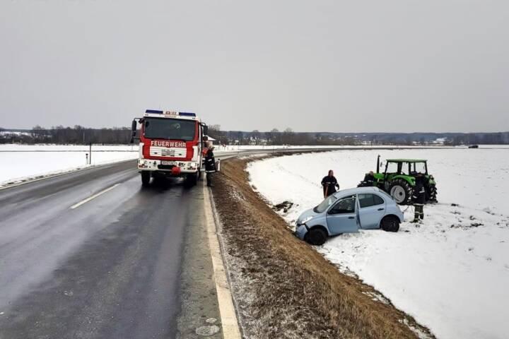 FF Mogersdorf-Ort: Fahrzeugbergung auf der L116 2