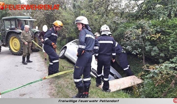 FF Pettendorf: Fahrzeugbergung in Gaisruck 1