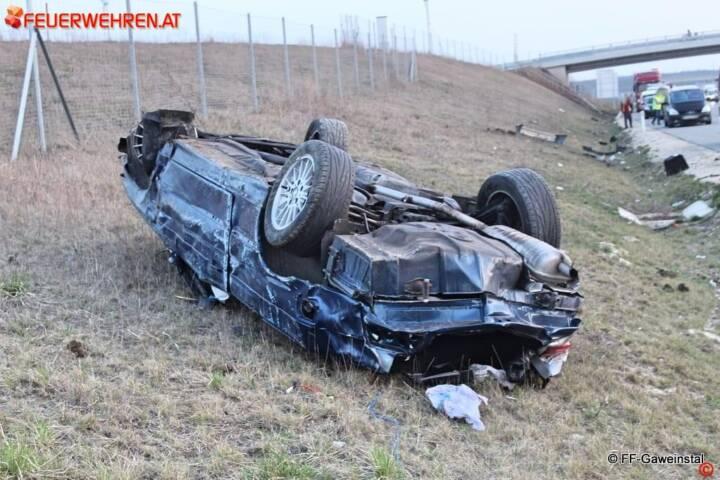 FF Gaweinstal: Fahrzeugbergung auf der A5 1