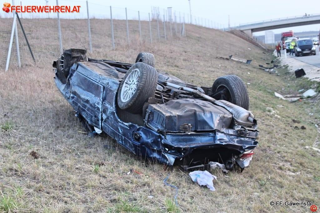 FF Gaweinstal: Fahrzeugbergung auf der A5 11