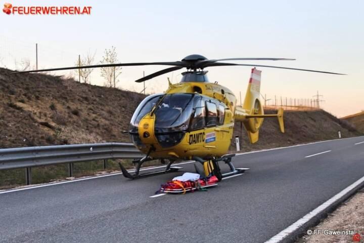 FF Gaweinstal: Motorradbergung auf der A5 1
