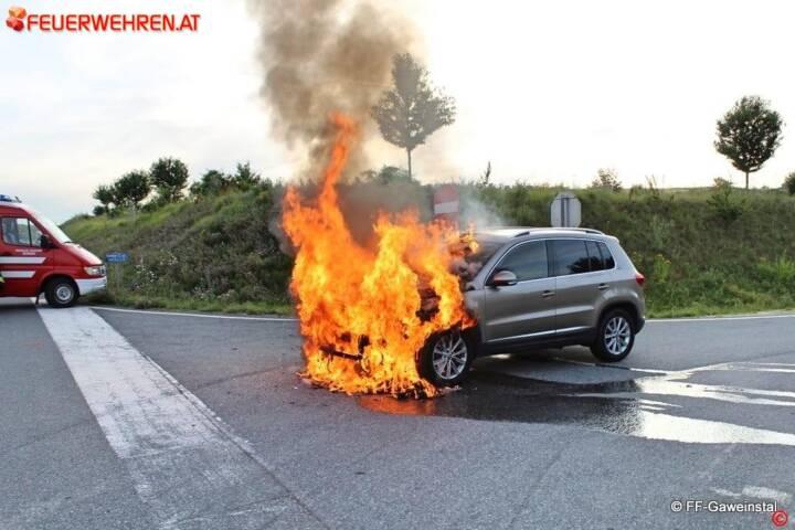FF Gaweinstal: Fahrzeugbrand B7 / A5 1