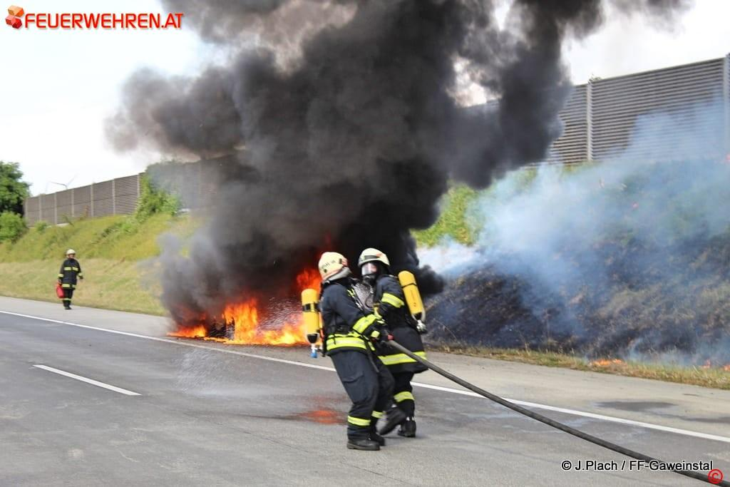 FF Gaweinstal: Fahrzeugbrand A5 Nordautobahn 1