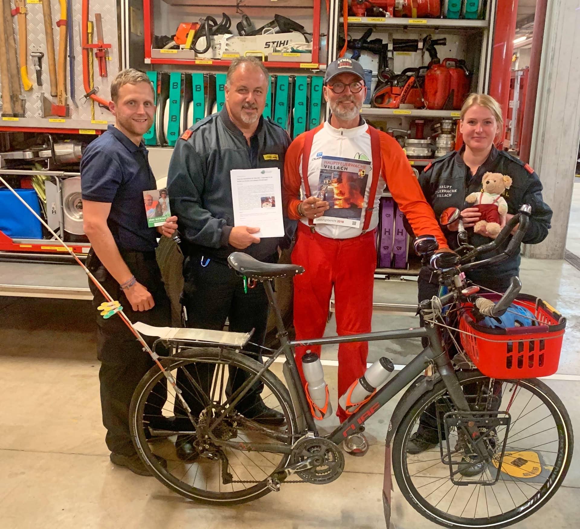 HFW Villach: Feuerwehrleute kümmern sich immer 1