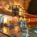Großbrand einer Halle in Niedergrünbach
