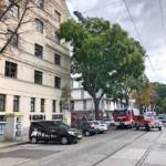 In Wien-Favoriten geriet der Ladekran eines Lkws in die Oberleitung der Straßenbahn