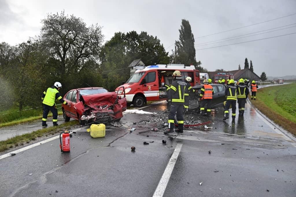 Schwerer Verkehrsunfall auf der Kallinger Landesstraße in Andorf