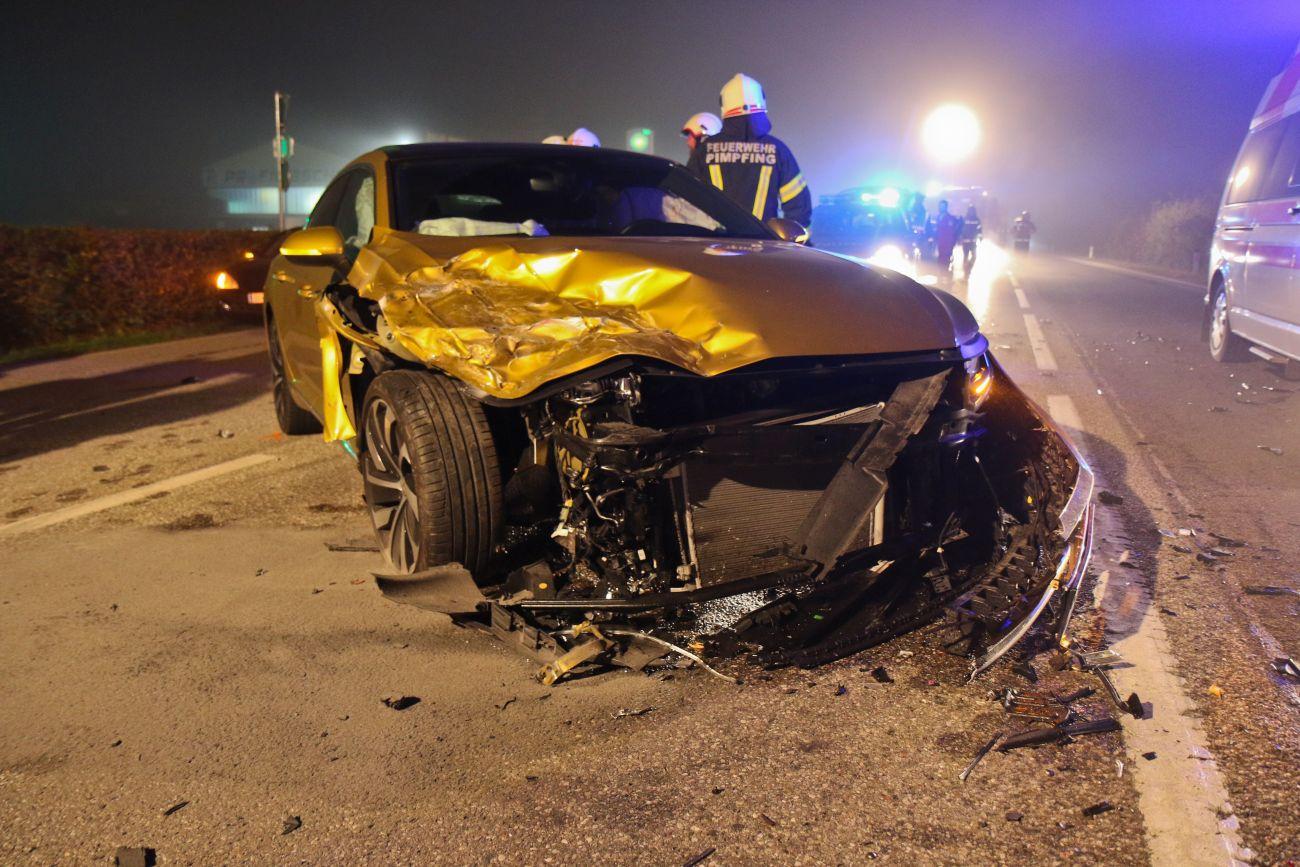 Verkehrsunfall auf nebelverhangener B137