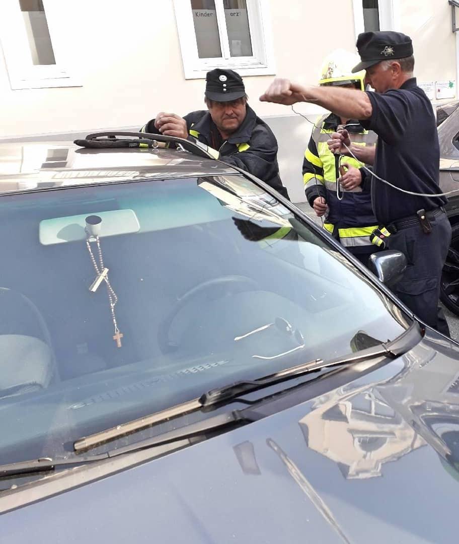 Kleinkind aus Auto befreit