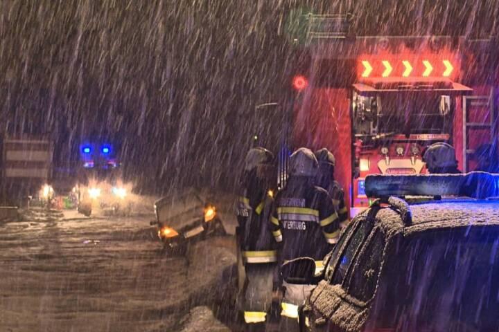 Erste Verkehrsunfälle auf Schneefahrbahnen im Bezirk Liezen - Unterburg