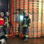 12 m hoher Polyestersilo gegen Umstürzen gesichert