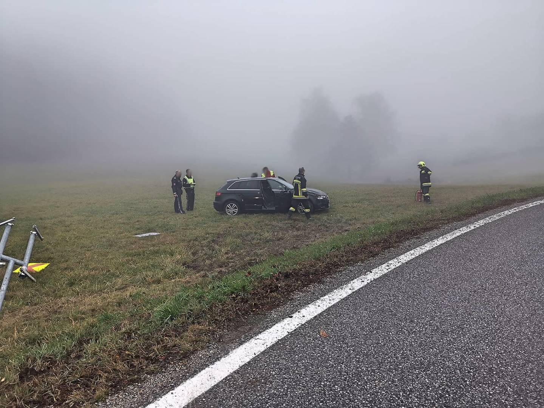 Drei Feuerwehren bei Technischem Einsatz mit Menschenrettung nach Verkehrsunfall