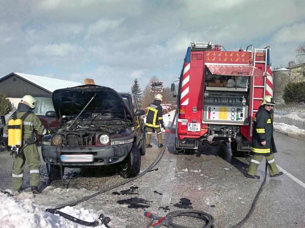 PKW beim Abschleppen ausgebrannt