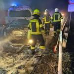 Verkehrsunfall mit 2 Fahrzeugen und vermutlich eingeklemmten Personen auf der L151