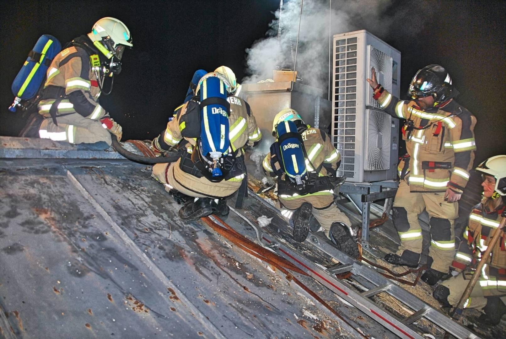 Schwelbrand am Dach