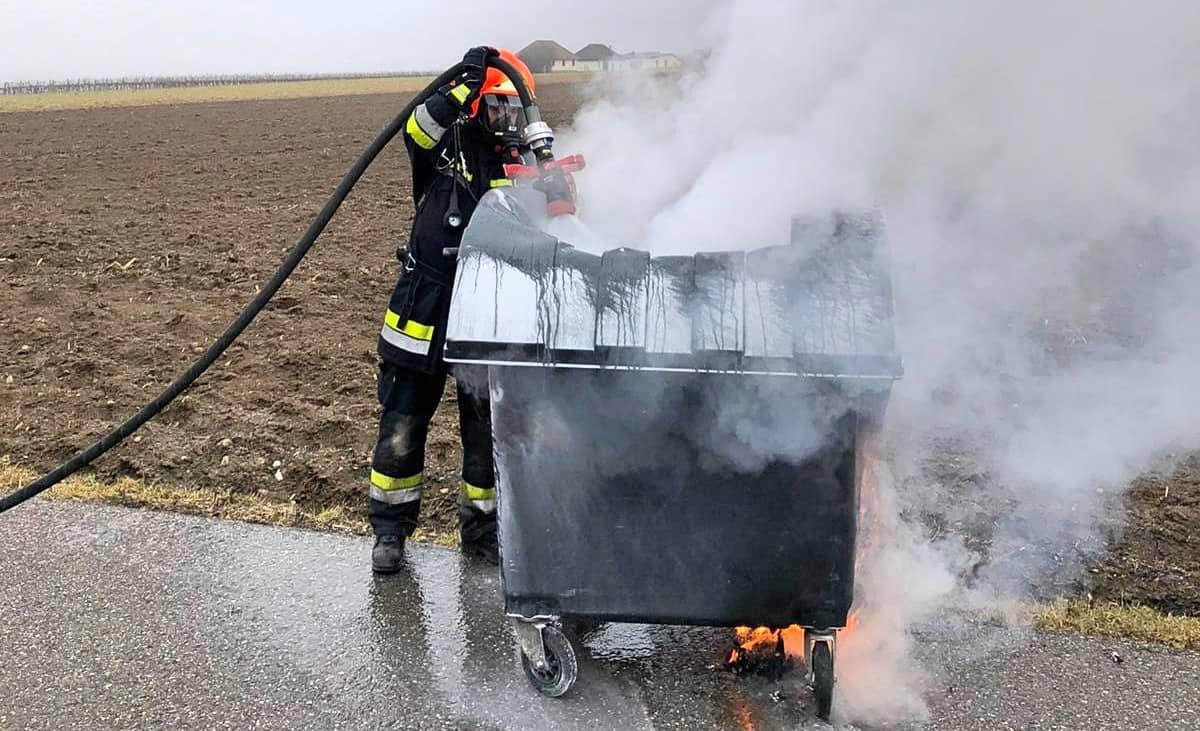 Müllbehälterbrand - Zivilcourage verhindert Schlimmeres