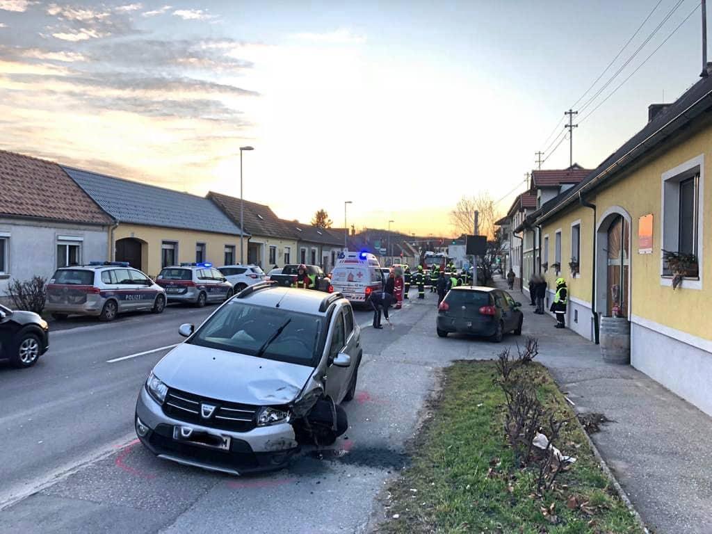 Frontalzusammenstoß im Ortsgebiet fordert drei Verletzte