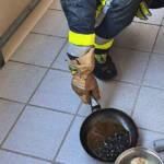 Küchenbrand mit Menschenrettung