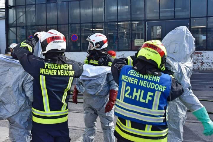 Geringer Schadstoffaustritt im IZ Nö Süd sorgte für Einsatz der FF Wiener Neudorf