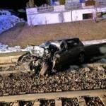 Frontalzusammenstoß Personenzug gegen PKW