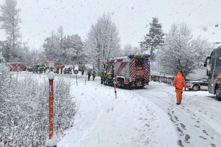 Verkehrsunfall auf der L35 - Vier PKW im starken Schneefall in Unfall verwickelt