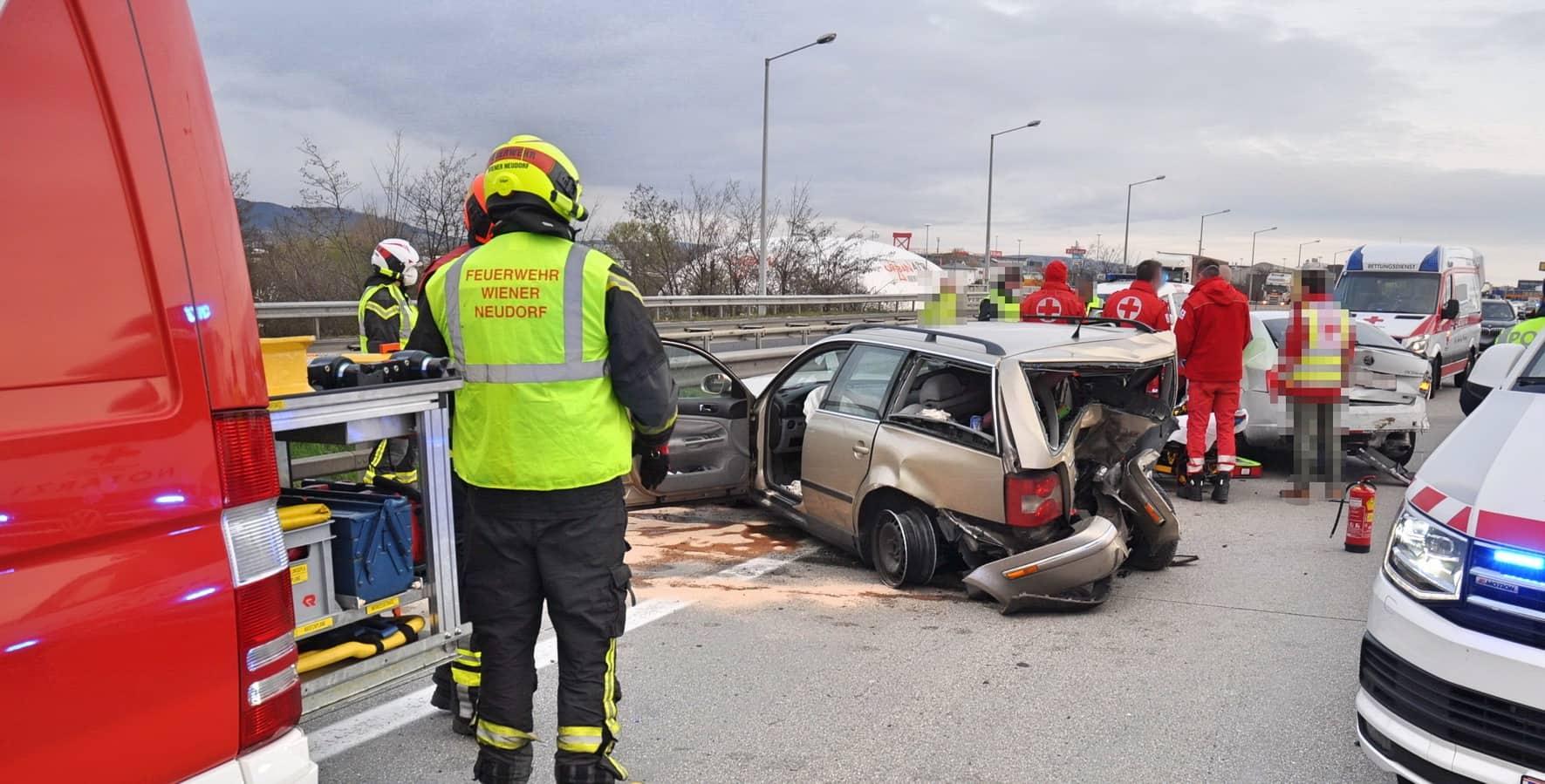 Schwerer Verkehrsunfall erfordert Sperre der Südautobahn