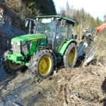 Fahrzeugbergung in Hinterberg - Bergung eines Traktorgespanns