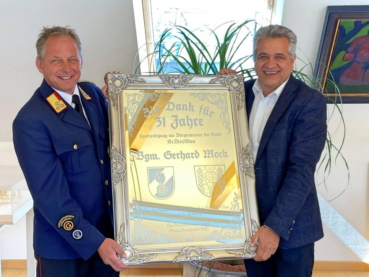 Dank des Feuerwehrbezirkes St. Veit an Bgm. a.D. Gerhard Mock