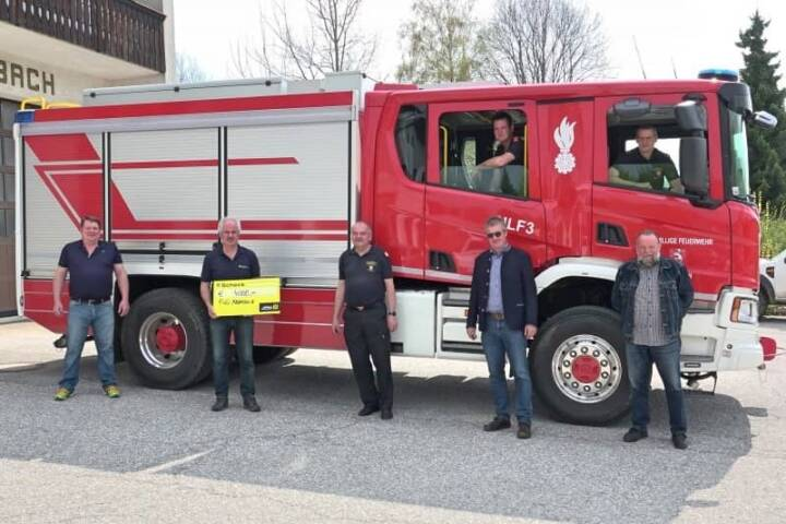 Spendenübergabe an die Feuerwehr