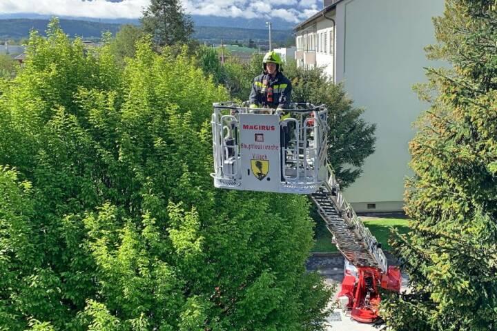 Rettungsaktion der Feuerwehr mittels Drehleiter