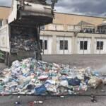 Brand in Müllwagen - Lenker fuhr mit LKW bei Feuerwehr vor