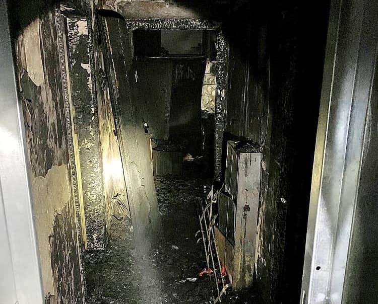 Zimmerbrand mit mehreren Verletzten