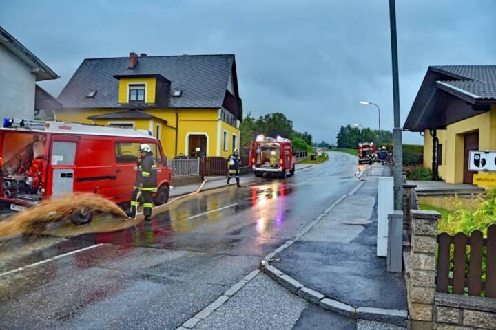 Neuerliches Unwetter fordert 380 Feuerwehrleute