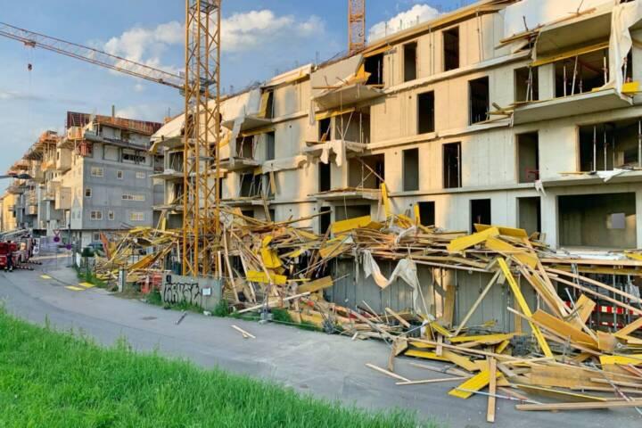 Einsturz eines Baugerüstes sowie teilweise der Betonschalung