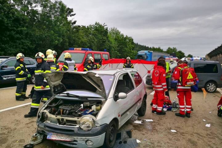 Schwerer Verkehrsunfall auf der A2 Südautobahn