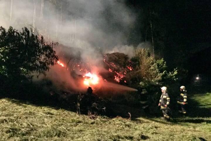 Brauchtumsfeuer geriet außer Kontrolle