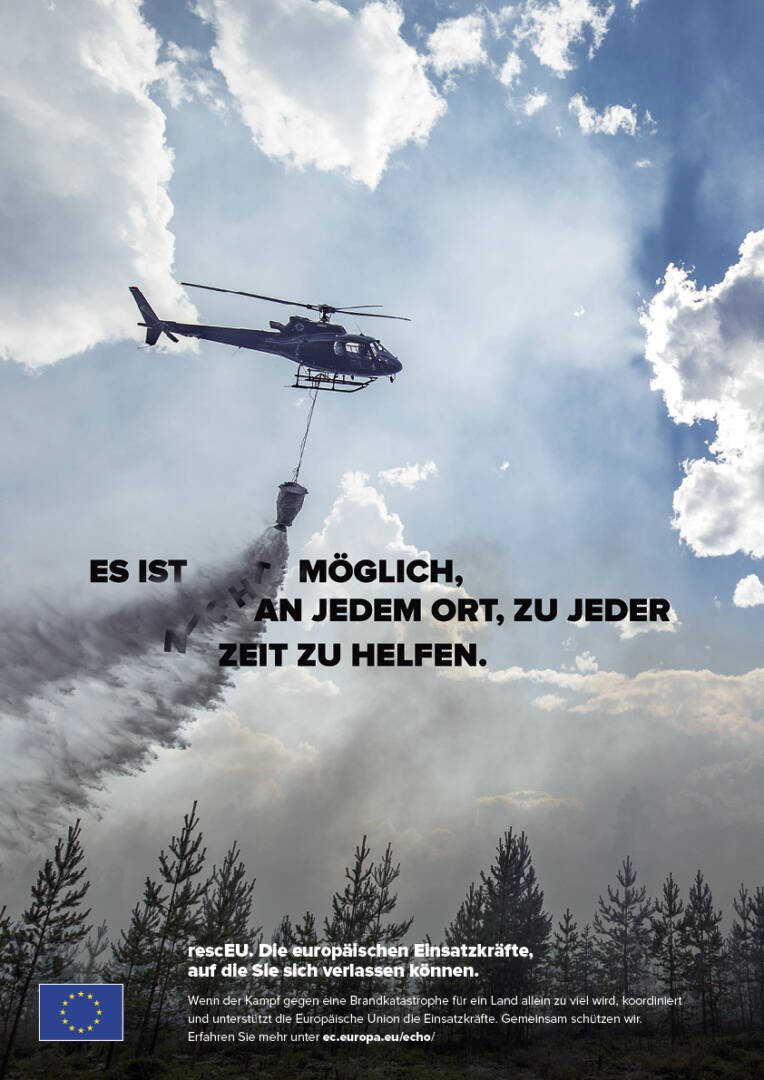 Hubschrauber bei Waldbrandbekämpfung