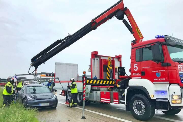 Tesla Bergung nach Verkehrsunfall