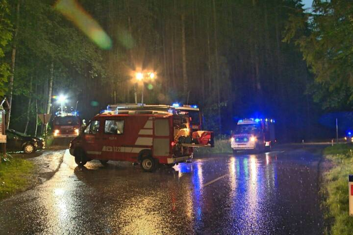 27 Feuerwehren im Unwetter- und Sucheinsatz