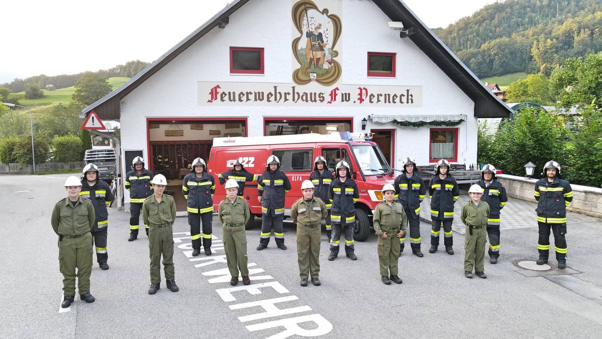 Neue Helme für die Kameraden der Feuerwache Perneck