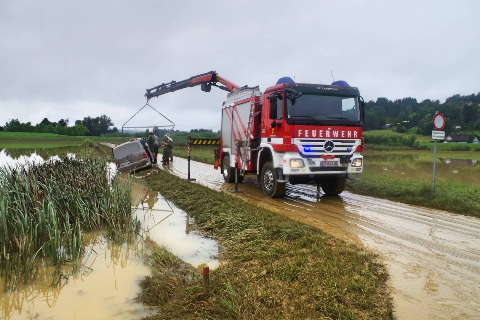 Stadttaxi-Bergung nach Hochwasser