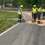 Gewaltige Ölspur verunreinigte Landesstraße
